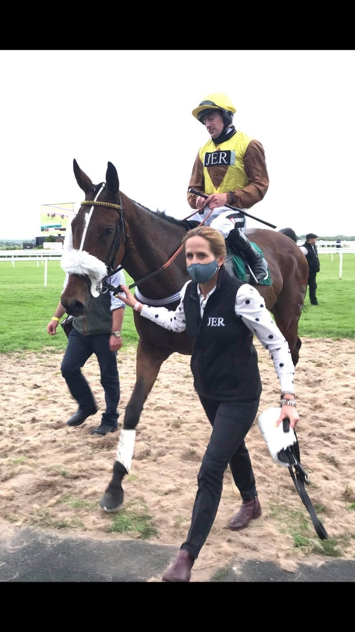 Empire Triumphs at Aintree!